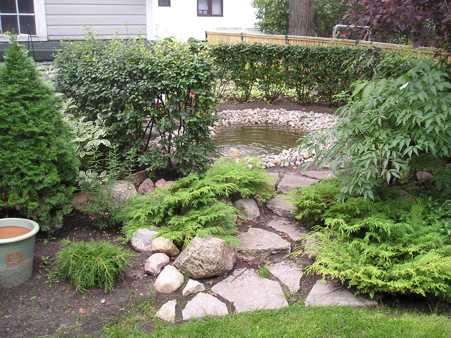 Water feature outdoor pond